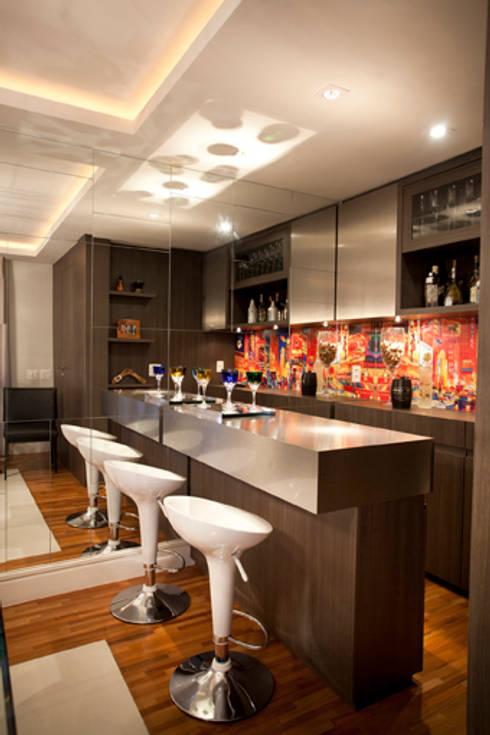 Bodegas de vino de estilo moderno por Samy & Ricky Arquitetura