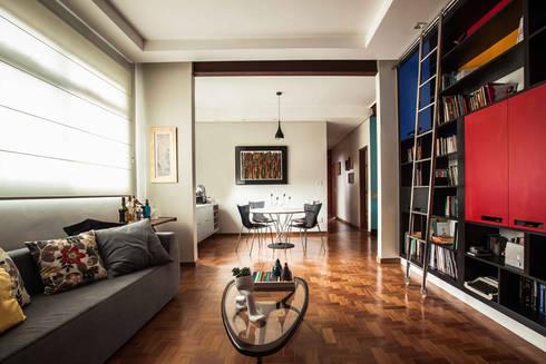 Sala estar/jantar: Salas de estar ecléticas por Laura Serafini Arquitetura + Interiores