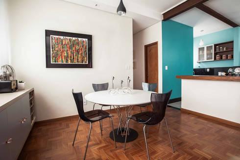Sala jantar : Salas de jantar ecléticas por Laura Serafini Arquitetura + Interiores