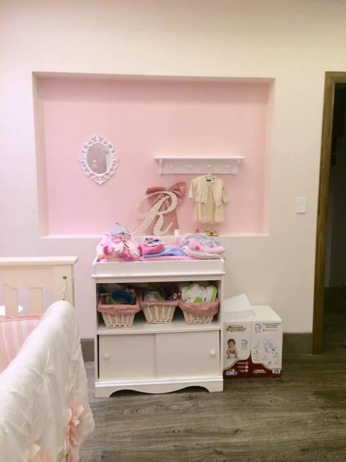 Instalaci n de papel tapiz habitaci n de beb de home - Papel habitacion bebe ...