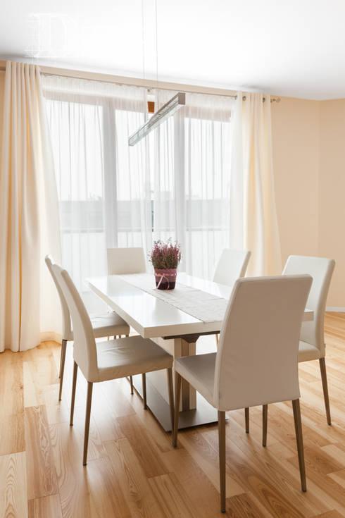 Mieszkanie w klasycznej kolorystyce.: styl , w kategorii Jadalnia zaprojektowany przez Decoroom