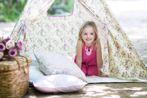 Teepee Floral Lilás: Quarto de crianças  por Rabo de Lobo