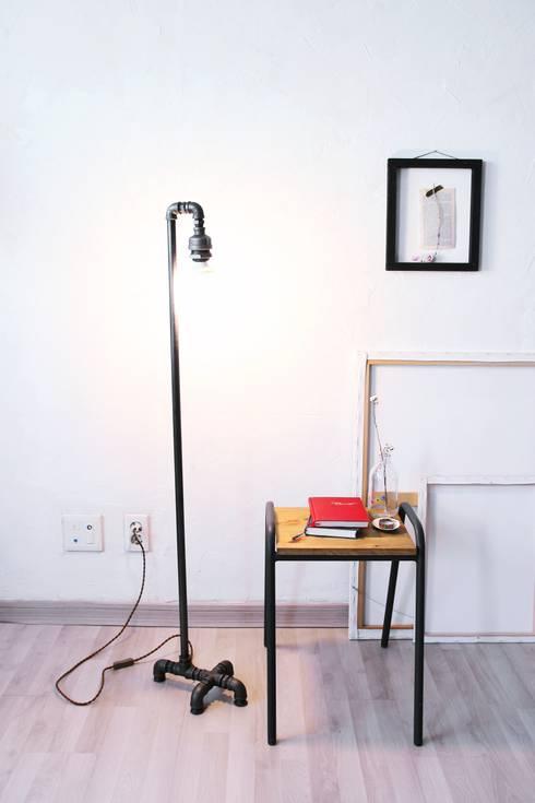 Camera da letto in stile in stile Industriale di 13월의 블루