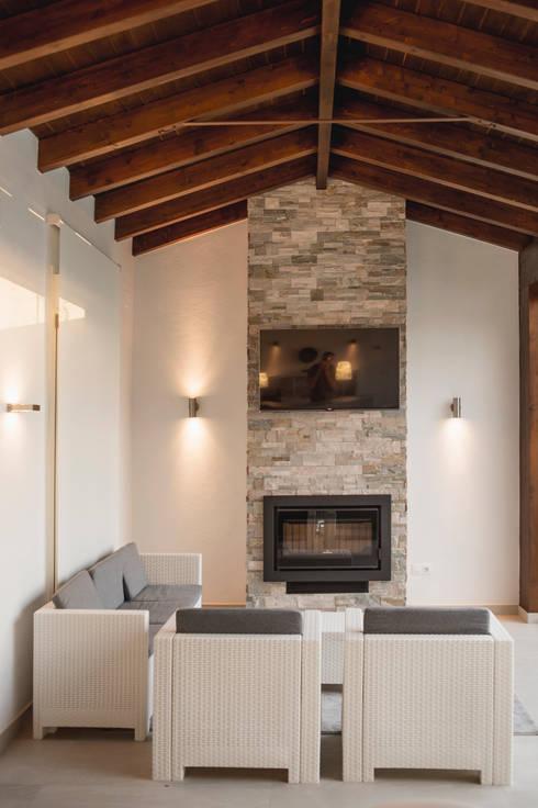 Living room by SENZA ESPACIOS