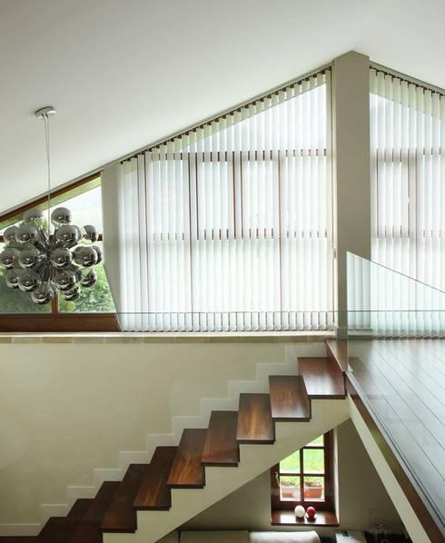 Cortina: Puertas y ventanas de estilo moderno de TC interior