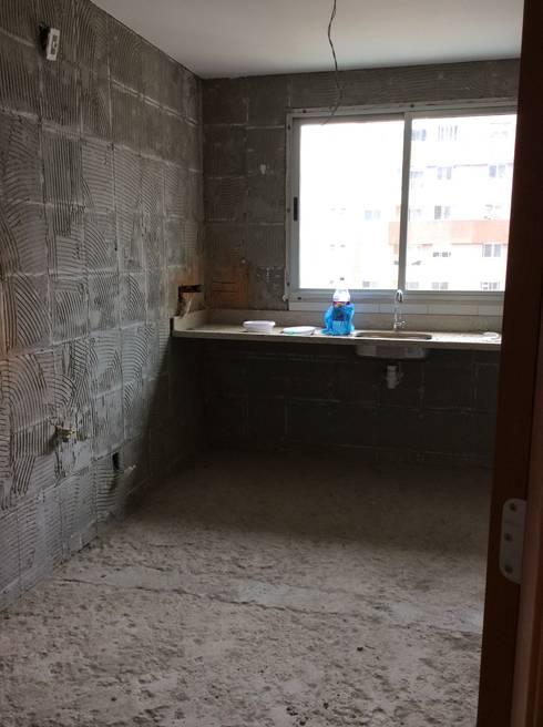 Reforma em apartamento - Águas Claras:   por Amanda Beatriz Arquitetura e Interiores