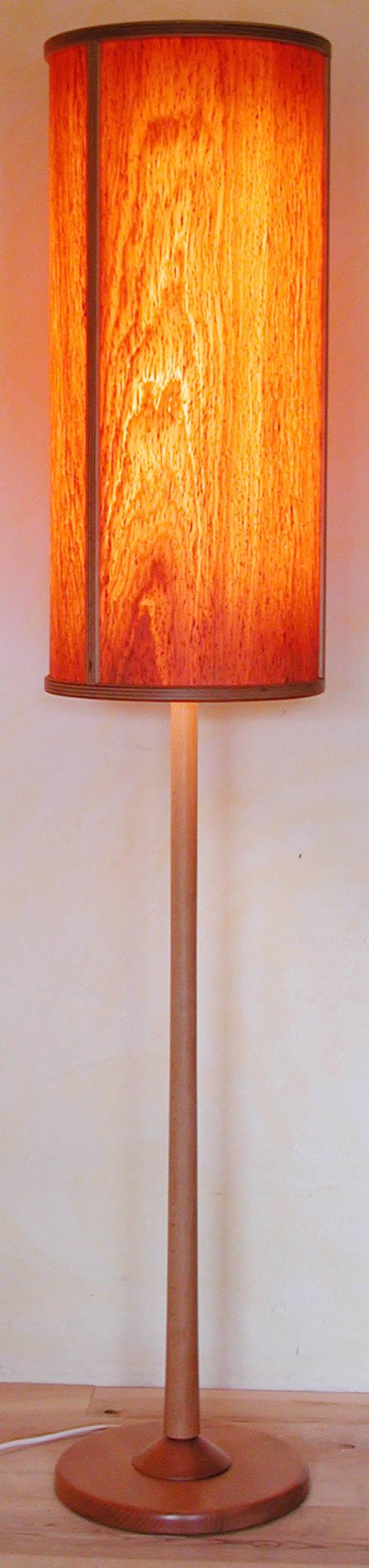 stehlampe mit schirm aus holzfurnier von kunsthandwerk wohndesign sorg homify. Black Bedroom Furniture Sets. Home Design Ideas