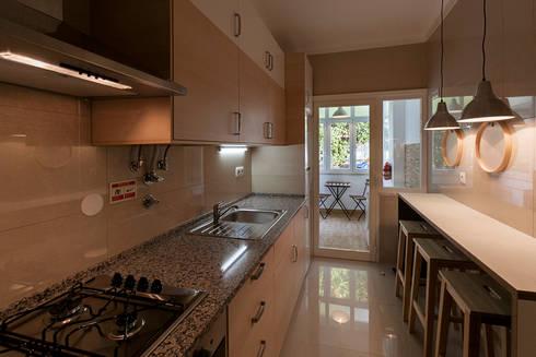 Cozinha: Cozinha  por Home Staging Factory