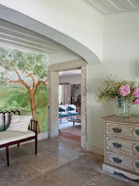 Pasillos y hall de entrada de estilo  por SA&V - SAARANHA&VASCONCELOS