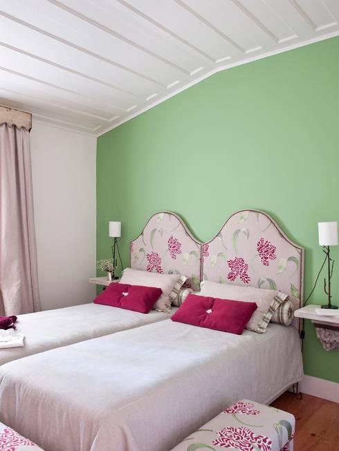 Dormitorios de estilo  por SA&V - SAARANHA&VASCONCELOS