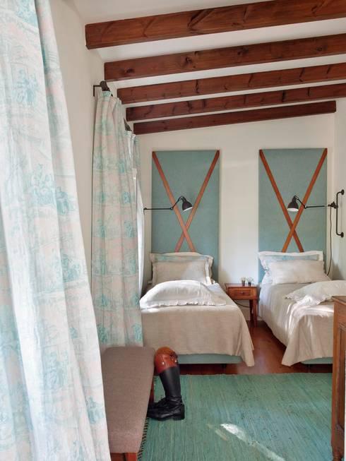 Camera da letto in stile In stile Country di SA&V - SAARANHA&VASCONCELOS