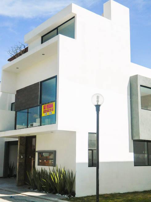 Real de Palmas 01 : Casas de estilo moderno por ECNarquitectura