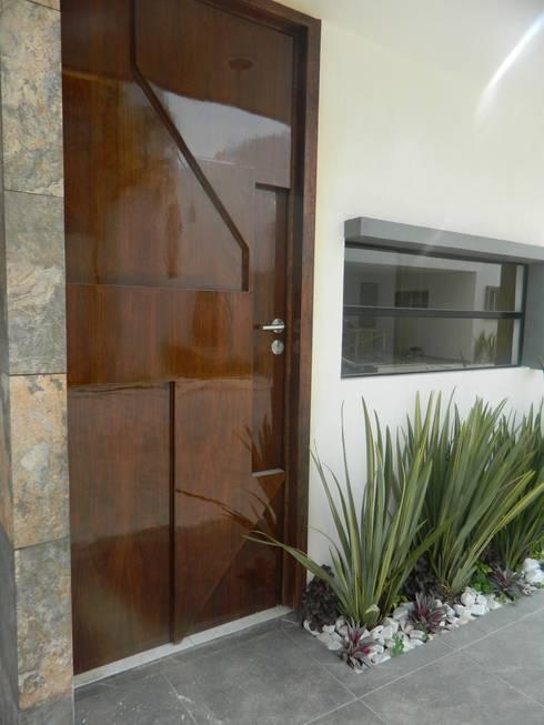 Real de Palmas 01 : Ventanas de estilo  por ECNarquitectura