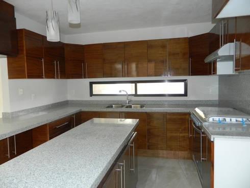 Real de Palmas 01 : Cocinas de estilo moderno por ECNarquitectura