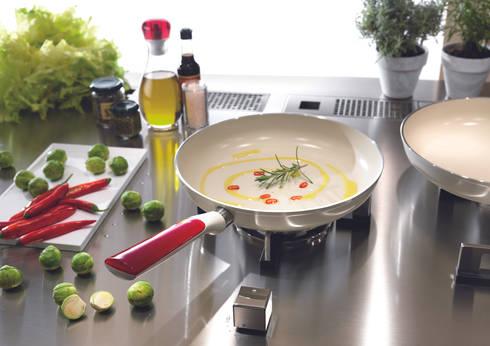 Colección de ollas Guzzini: Cocina de estilo  por EUROLINK S.A.S