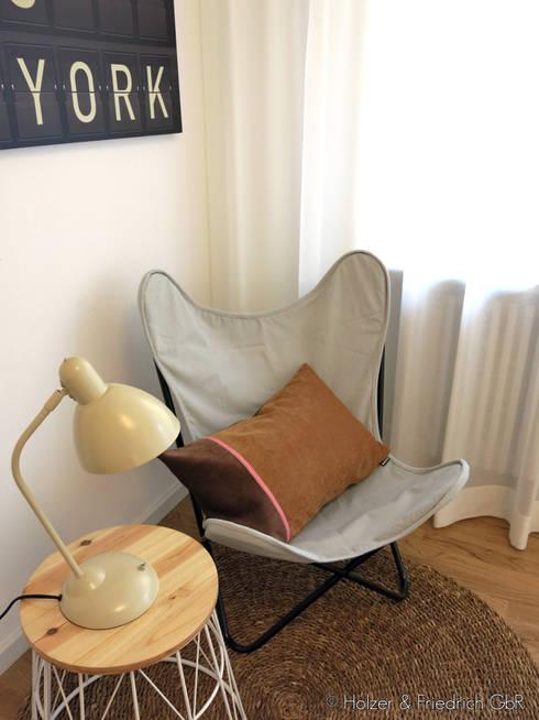 Kleine Leseecke:  Wohnzimmer von Holzer & Friedrich GbR
