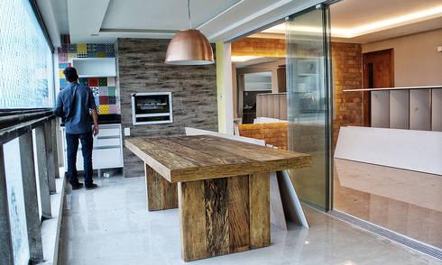 ANTES e DEPOIS - Apartamento - Garibaldi Elegance - Salvador/BA:   por Arquitetura do Brasil