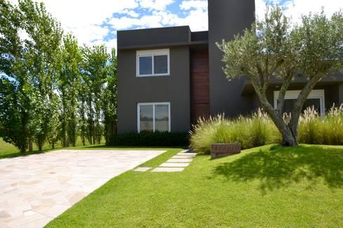 Clarisco: Jardins modernos por creare paisagismo