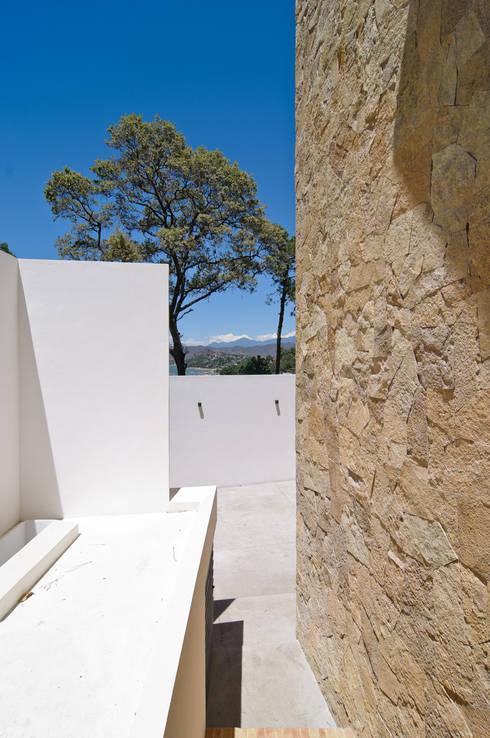 Casa La Lagartija: Terrazas de estilo  por alexandro velázquez