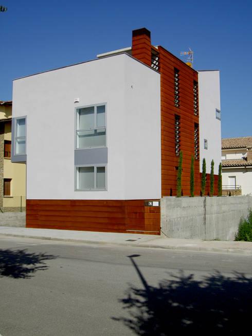 Vista principal: Casas de estilo moderno de Comas-Pont Arquitectes slp