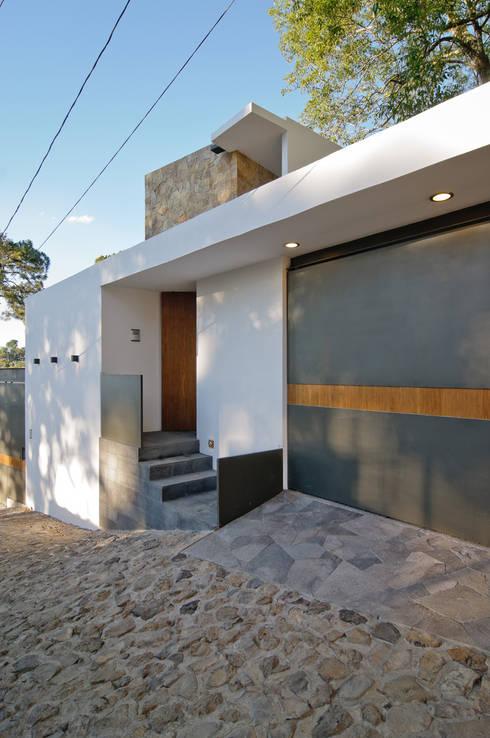 Casas de estilo moderno por alexandro velázquez