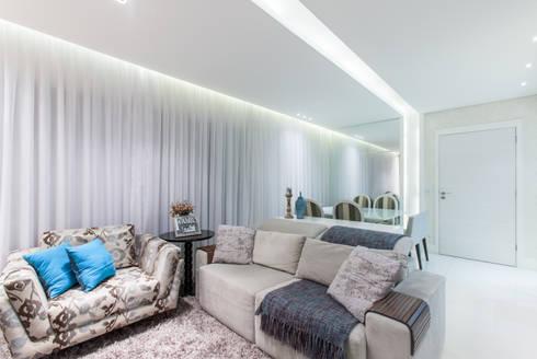 02_Projeto de Interiores: Salas de estar modernas por Paula Carvalho Arquitetura