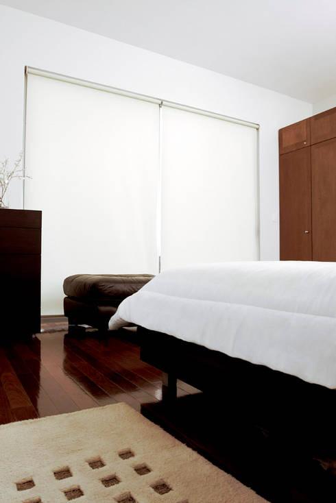 Casa M: Recámaras de estilo moderno por alexandro velázquez