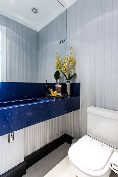 03_Projeto de Interiores: Banheiros modernos por Paula Carvalho Arquitetura