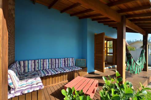 BEACH HOUSE – TRAMANDAÍ/RS: Terraços  por Arquitetando ideias
