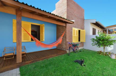 BEACH HOUSE – TRAMANDAÍ/RS: Jardins tropicais por Arquitetando ideias