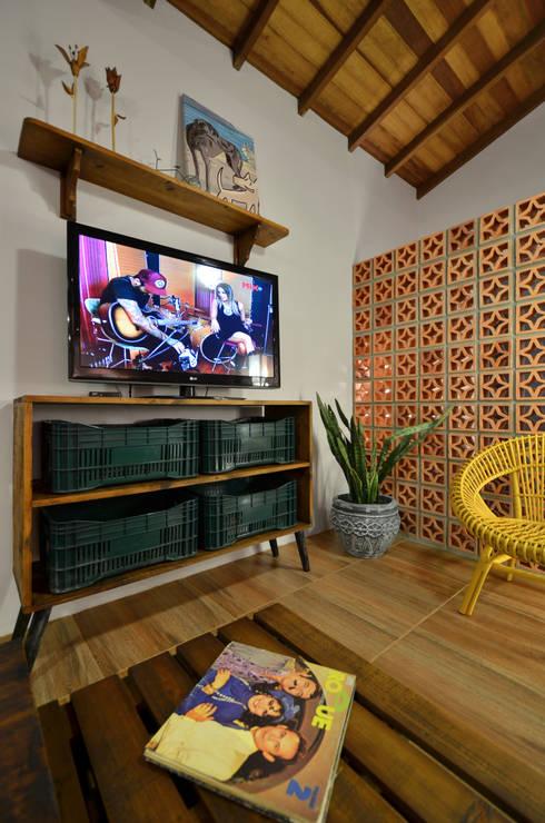 Salon de style de style Tropical par Arquitetando ideias
