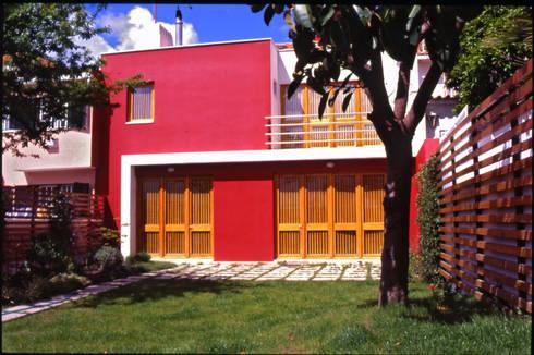 Fachada tardoz: Casas modernas por Borges de Macedo, Arquitectura.