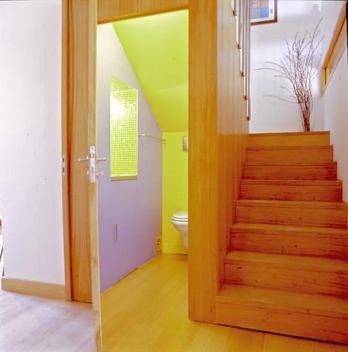 Casa de banho comum: Casas de banho modernas por Borges de Macedo, Arquitectura.