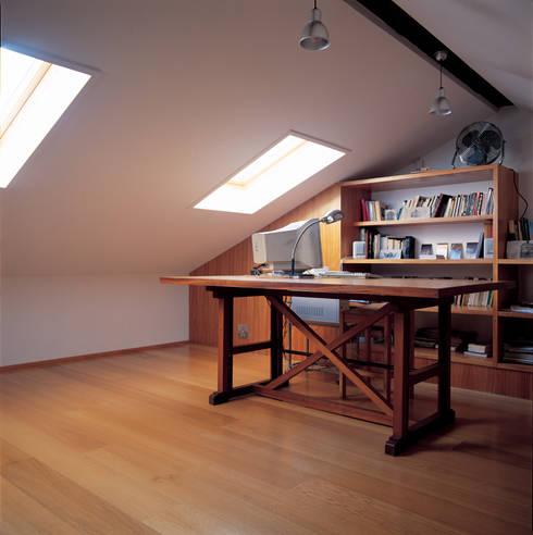 Sotão: Escritórios e Espaços de trabalho  por Borges de Macedo, Arquitectura.