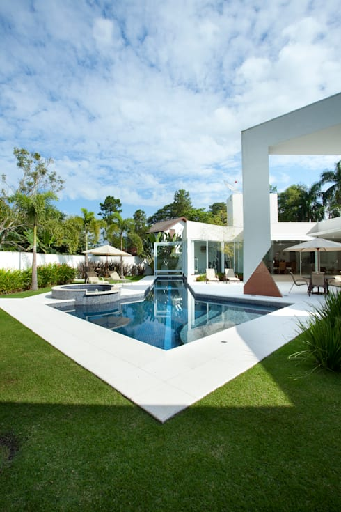 Casa Vinhedo: Jardins modernos por Marcia Joly Paisagismo