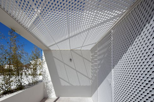 Moradias Manta Rota: Terraços  por Posto9 Arquitectos
