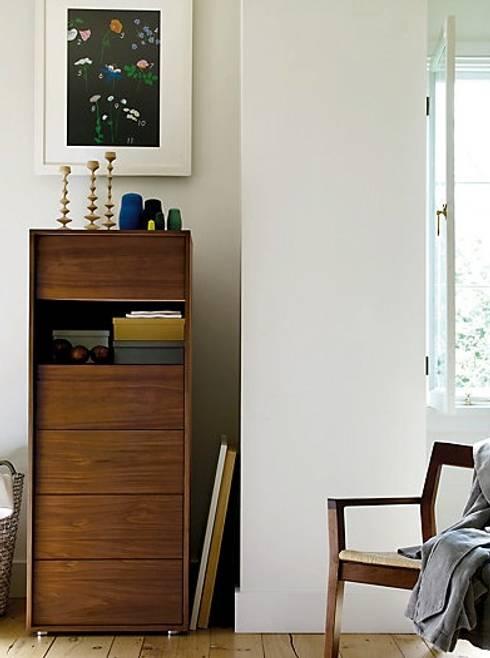 Parallel Tall Dresser: Recámaras de estilo moderno por Design Within Reach Mexico