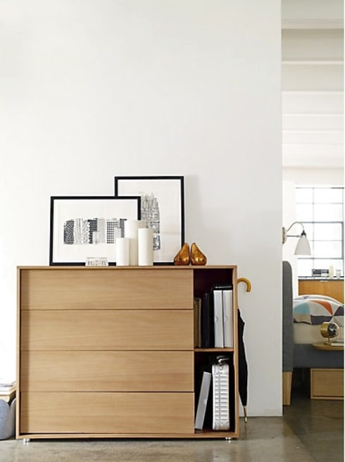 Parallel Wide Dresser: Recámaras de estilo moderno por Design Within Reach Mexico