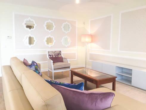 PAREDE: Salas de estar clássicas por Stoc Casa Interiores