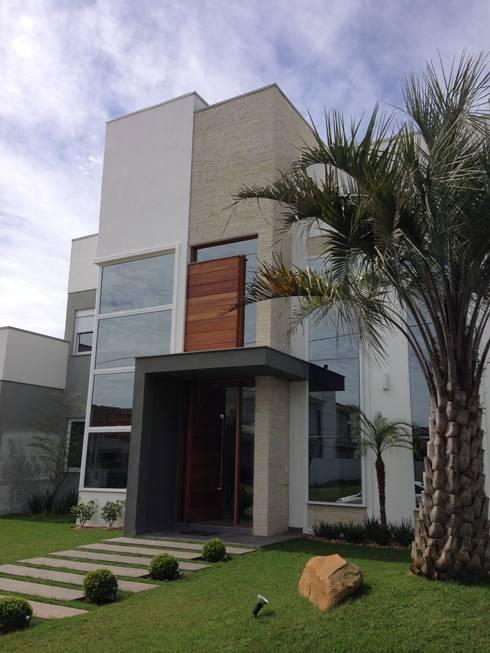 Casa no Alphaville Gravataí: Casas modernas por Fabris Franco Arquitetura