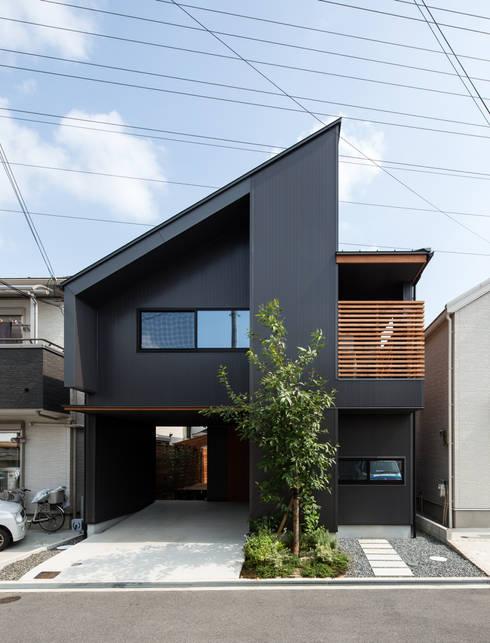全面道路からファサード: 藤森大作建築設計事務所が手掛けた家です。