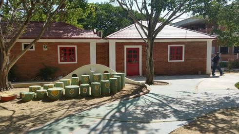 Construccion Prescolar / British International School: Casas de estilo clásico por Gedco SAS