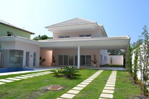 Residencia Maramar I: Casas clássicas por Kubota & Backes