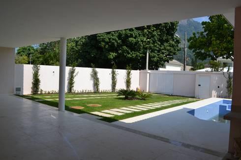 Residencia Maramar I: Jardins clássicos por Kubota & Backes