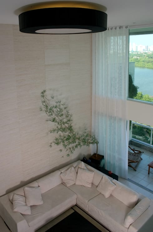 (2006)Apartamento Península: Salas de estar  por Escritório Ana Meirelles