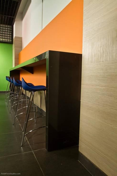 Barra Cafeteria: Cocinas de estilo moderno por Qualittá Arquitectura