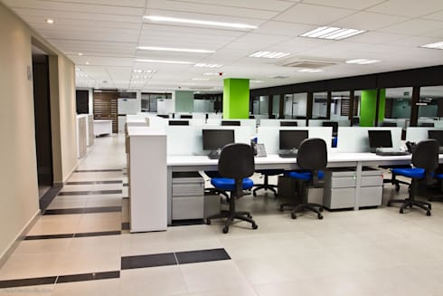 Colpensiones: Estudios y despachos de estilo moderno por Qualittá Arquitectura