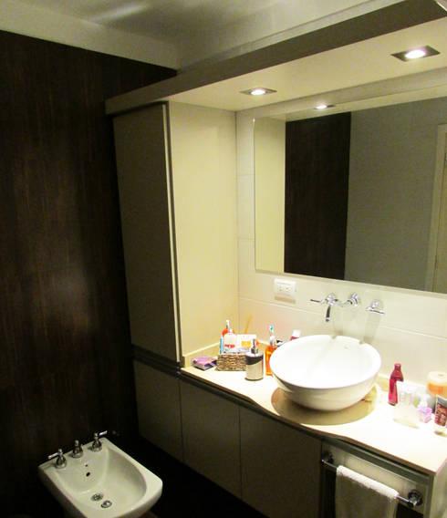 Baño principal | CALIDA MODERNIDAD : Baños de estilo moderno por G7 Grupo Creativo