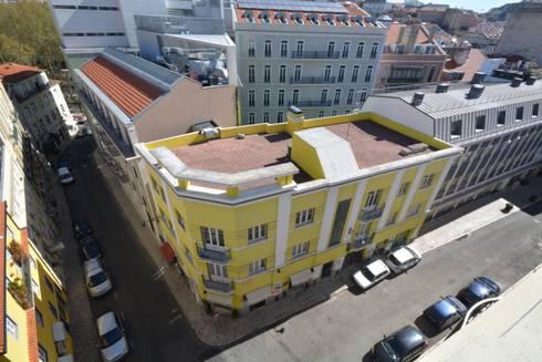 Edifício antes da itervenção:   por Borges de Macedo, Arquitectura.