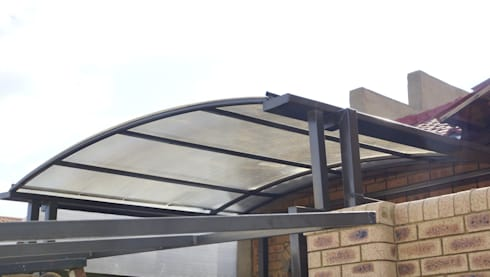 Carpot with Polycarbonate Multiwall Sheet: modern Garage/shed by Yaya Engineering Group (Pty) Ltd